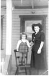 Nicole et sa tante Marie-Jeanne, à l'âge de 3 ans
