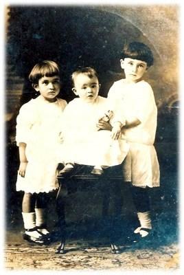 Sisters  Annie Lee, Mama & Evelyne