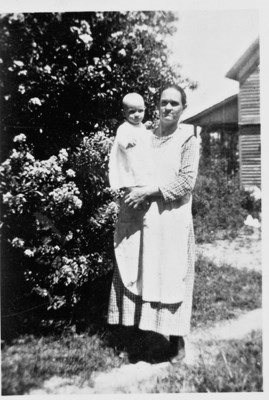 Gertrude Graves Hood and daughter Ora Hood - 1923 VERIFY THIS IS CORRECT YEAR